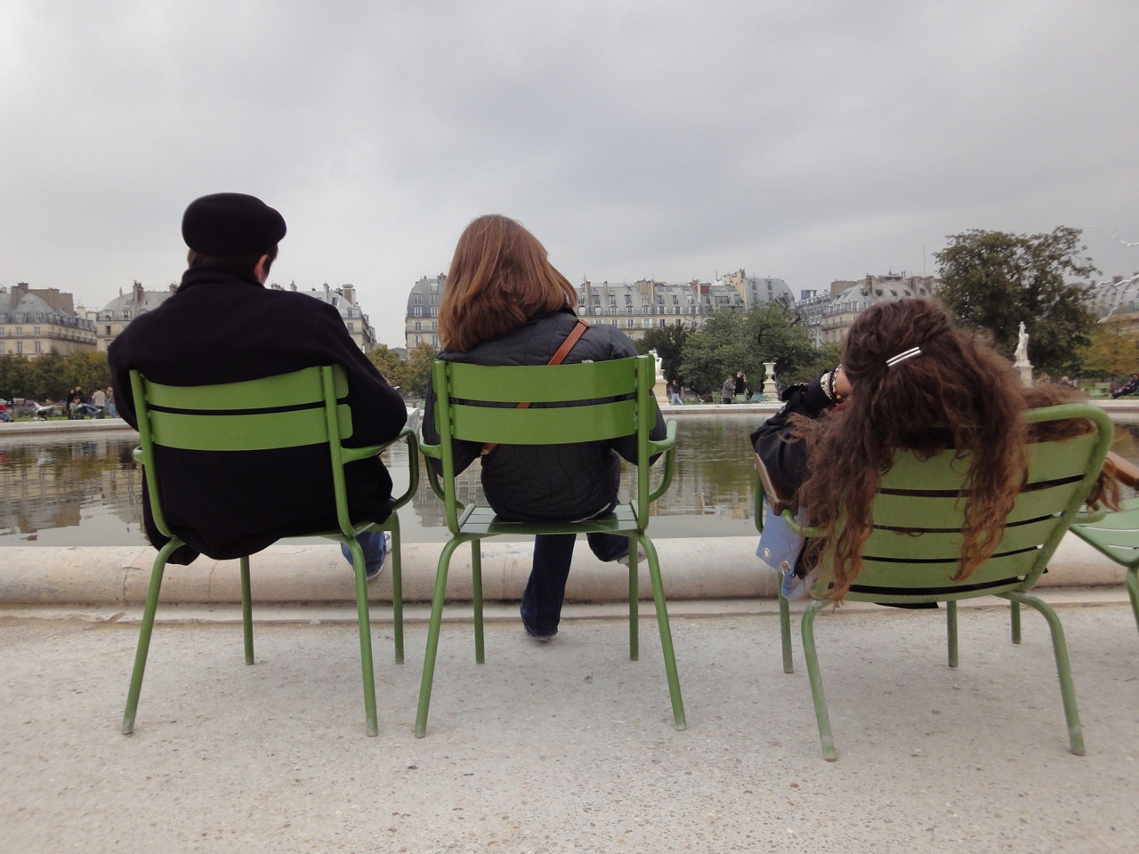 Chillin' at the Louvre