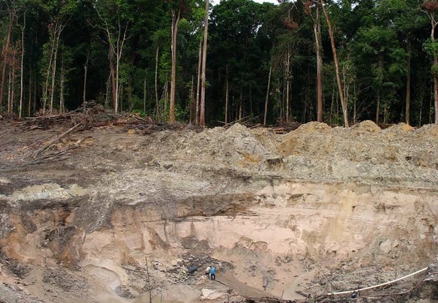 ENVIRONMENT & CAPITALISM. Jet-mining on the middle Mazaruni River, Guyana (Kirsch)