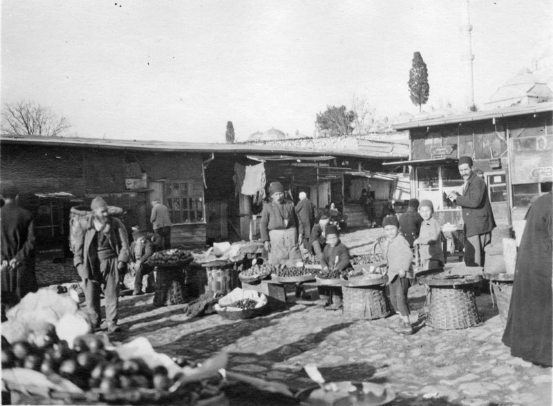Black and white photo of an Istanbul market, 1919