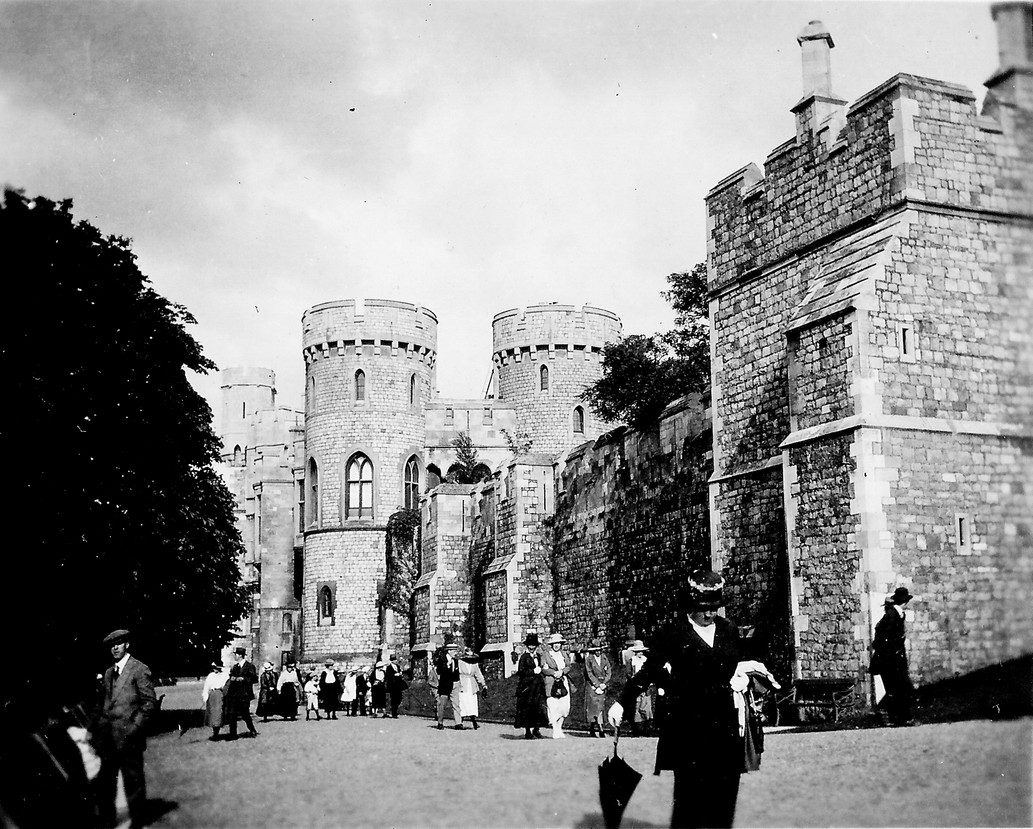 black and white photo of Windsor Castle