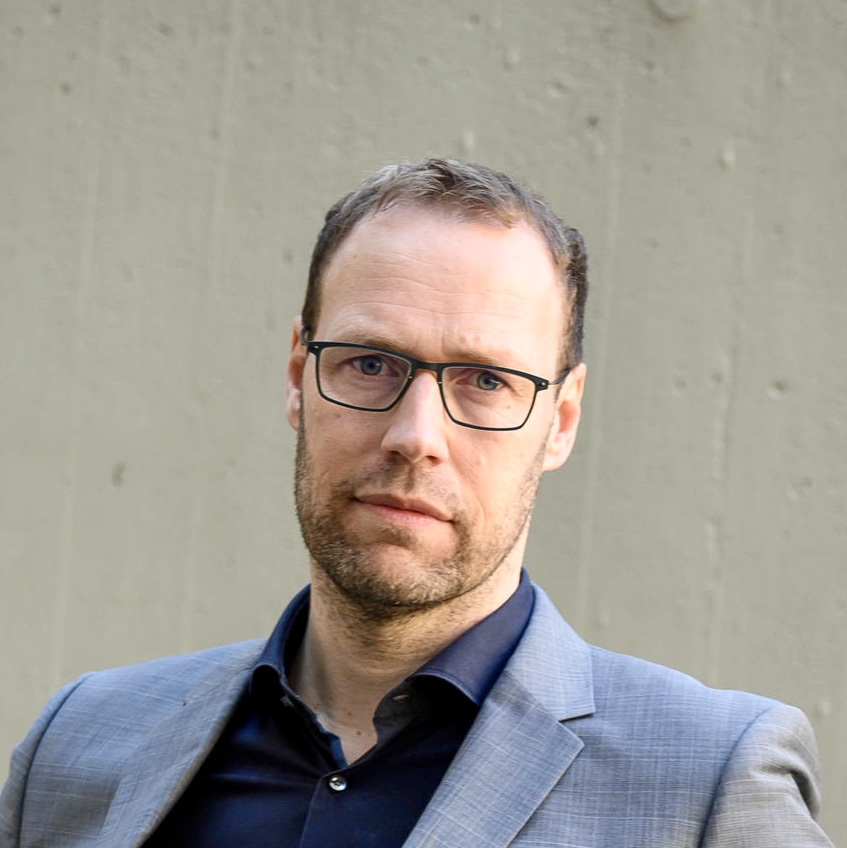 Author photo of Diederik Oostdijk. He is a white man with short brown hair and dark rim glasses.