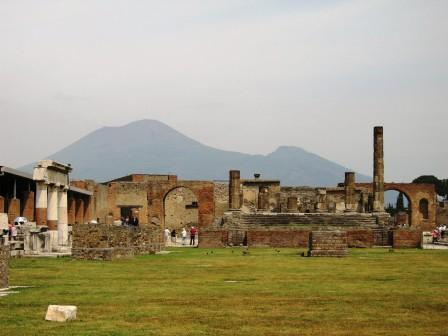 The city forum of Pompeii_13